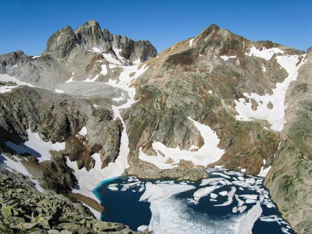 20100806, 33, het Lac Glace, met op de achtergrond Pic des Gourgs Blancs (3129m) en Pic Gourdon (3034m), gezien vanop Tusse de Monterque (2889m)-37_1600x1200
